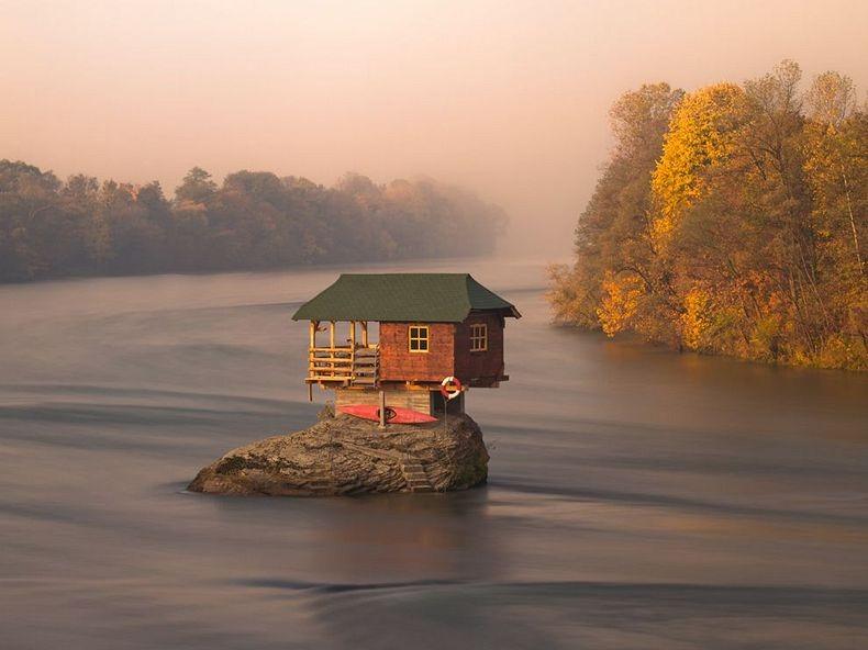 Terrific A Solitary House On The Drina River In Serbia Samo Tako Download Free Architecture Designs Scobabritishbridgeorg