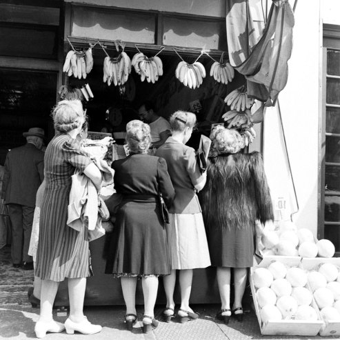 Brooklyn grocery shopping 1946
