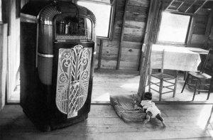 Robert Frank (U.S.A., b. Switzerland 1924)cafe-beaufort-sc-1955-56-web