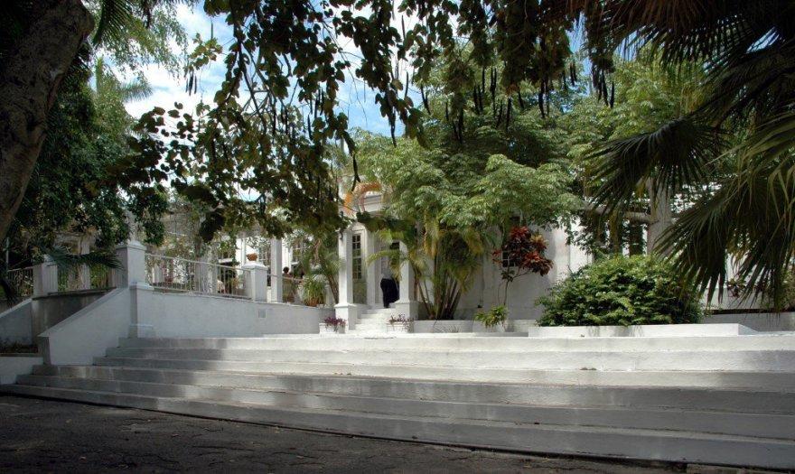 Casa_di_Ernest_Hemingway_a_Cuba_01-1024x611
