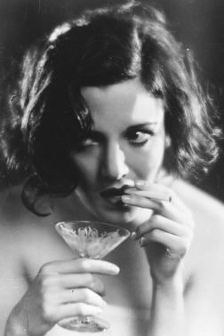 54b85e667a129_-_elle-01-vintage-women-drinking-xln