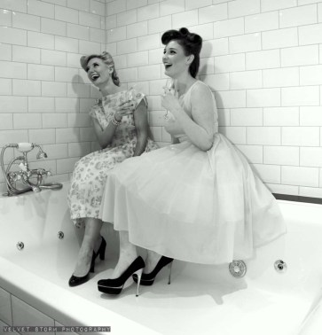 mad_men_inspired_hen_party_girls_in_tub