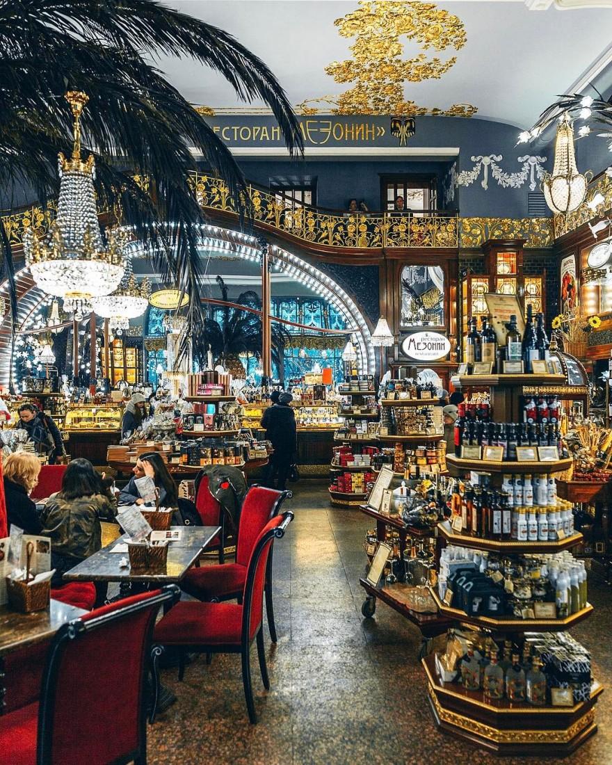 The interior of the Yeliseyevsky shop on Nevsky Prospekt